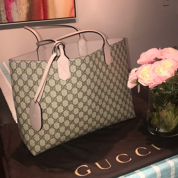 480045ff2 Gucci reversible medium tote. M_5ba18e5c6a0bb77bbc511109